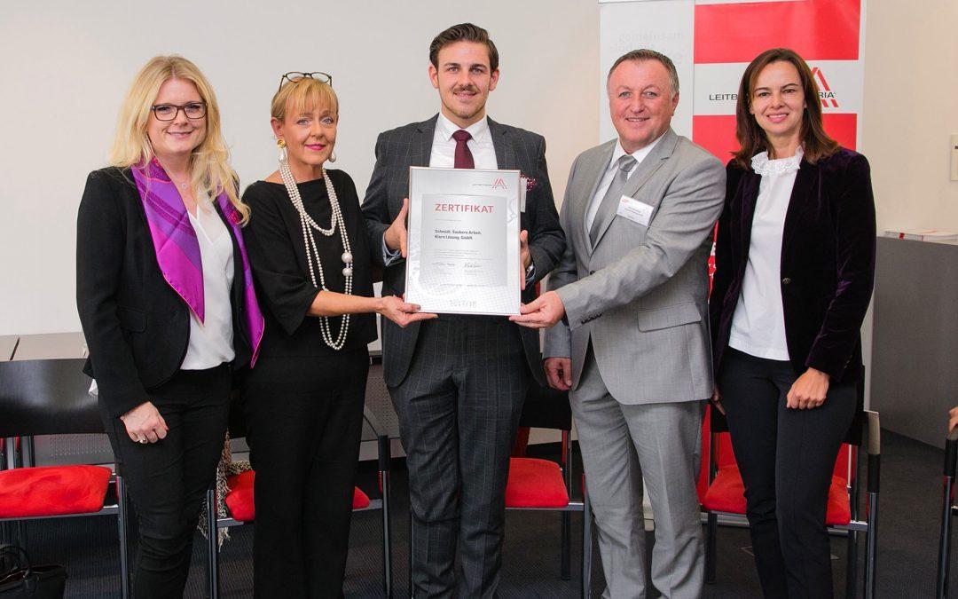 Ministerin Karmasin on tourSchmidt als Leitbetriebneuerlich zertifiziert