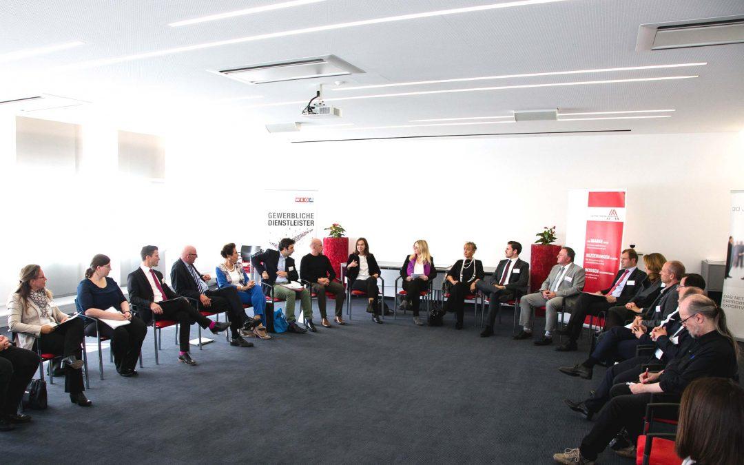 Familienministerin Dr. Karmasinzu Wirtschaftsgesprächenbei Schmidt