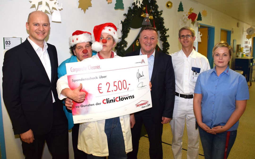 Schmidt unterstützt CliniClowns im Krankenhaus Ried